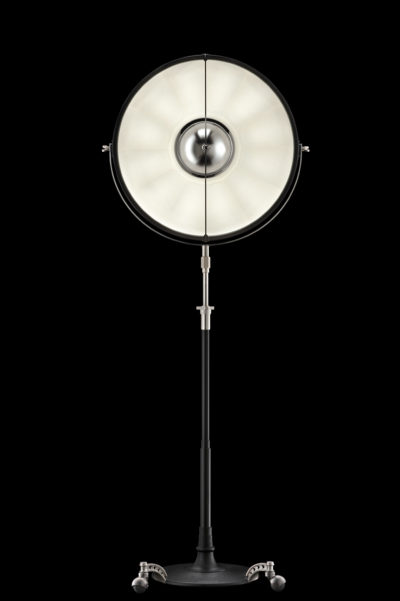 Lampadaire trépied Fortuny Atelier 63 noir et blanc