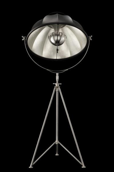 Lampadaire Fortuny ® Studio 76 abat-jour noir et feuille d'argent trépied acier