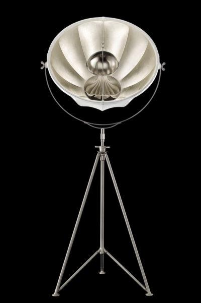Lampadaire Fortuny ® Studio 76 abat-jour blanc et feuille d'argent trépied acier
