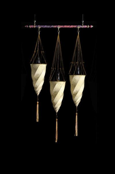 Fortuny Cesendello lampe en soie sur barre avec 3 points lumineux