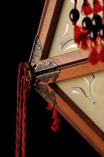Fortuny Concubine Favorita lampe en soie avec structure en bois détail