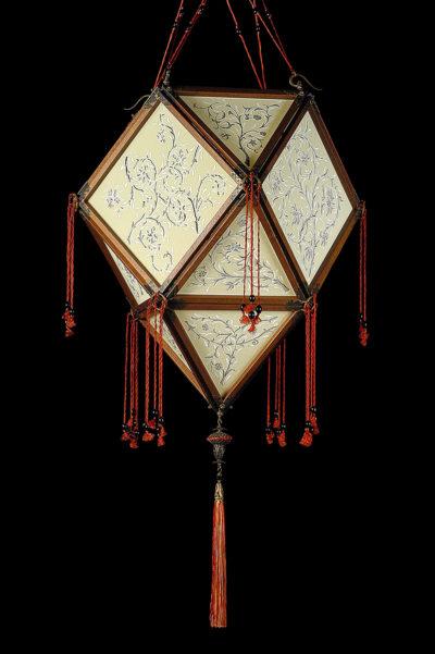 Fortuny Concubine Imperiale lampe en soie avec structure en bois