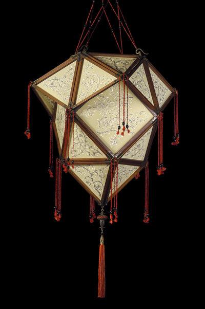 Fortuny Concubine Proibita lampe en soie avec structure en bois