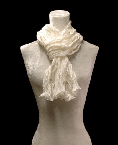Écharpe Fortuny en crêpe de soie satin blanc froissé