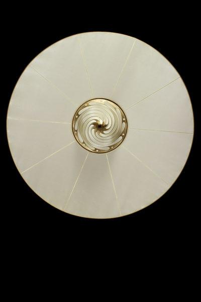 Lampe en soie unie Samarkanda Fortuny avec disque, vue de dessous