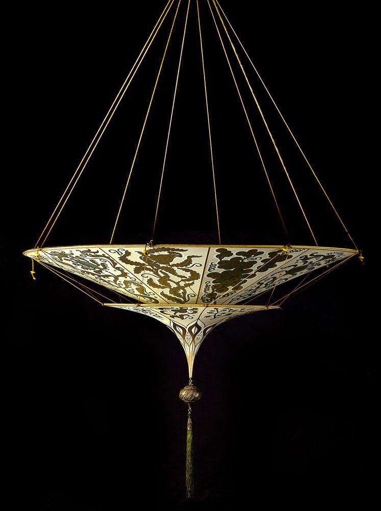 Lampe en soie Scheherazade à 2 niveaux décoration Herbarium, vue de côté