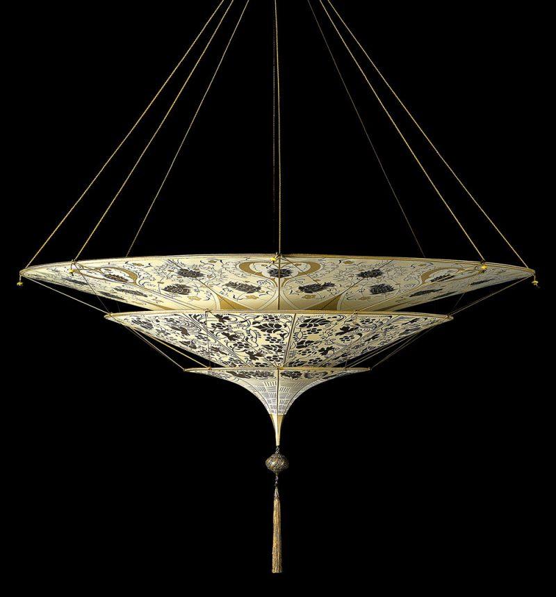Lampe en soie à 3 niveaux Scheherazade Fortuny décoration Floral, vue de côté