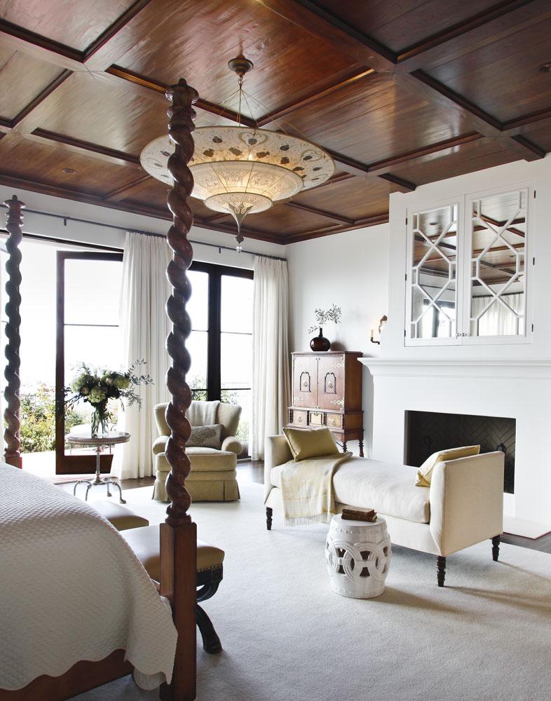 Bedroom with Fortuny Scheherazade lamp