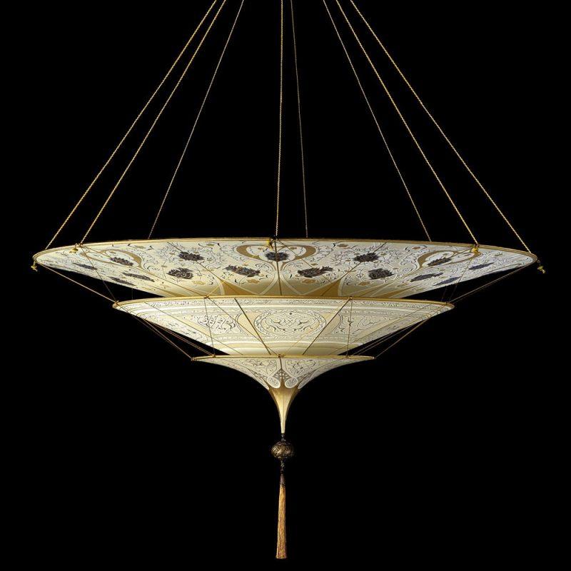 Lampe en soie à 3 niveaux Scheherazade Fortuny décoration Géométrique, vue de côté