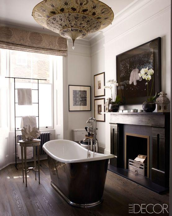 Bathroom with Fortuny Scheherazade lamp