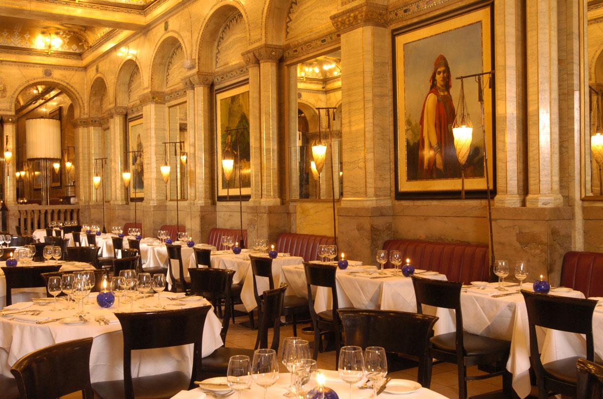 Criterion Restaurant à Londres avec des lampadaires Fortuny Cesendello