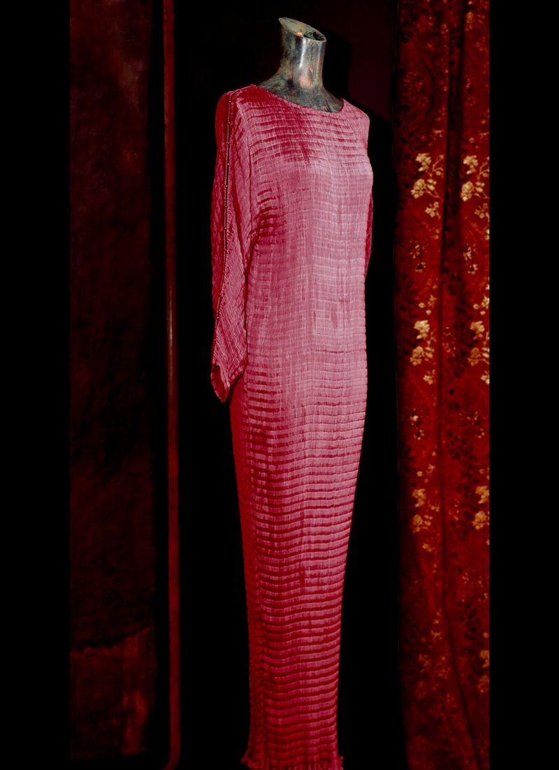 Robe en soie Delphos chez l' atelier Fortuny