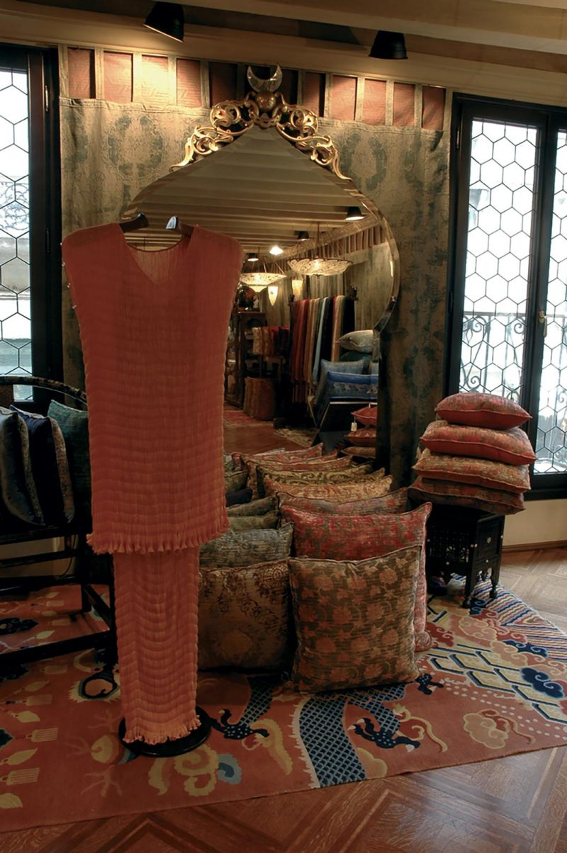 Robe en soie Delphos chez le magasin Fortuny à Venise