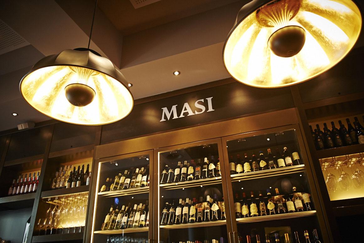 Lampes Fortuny au Masi Wine Bar à Zurich