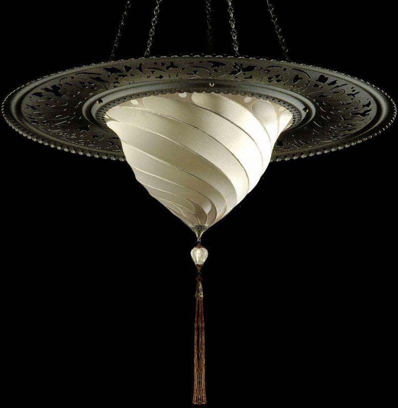 Lampe en soie unie Samarkanda Fortuny avec anneau décoratif en métal