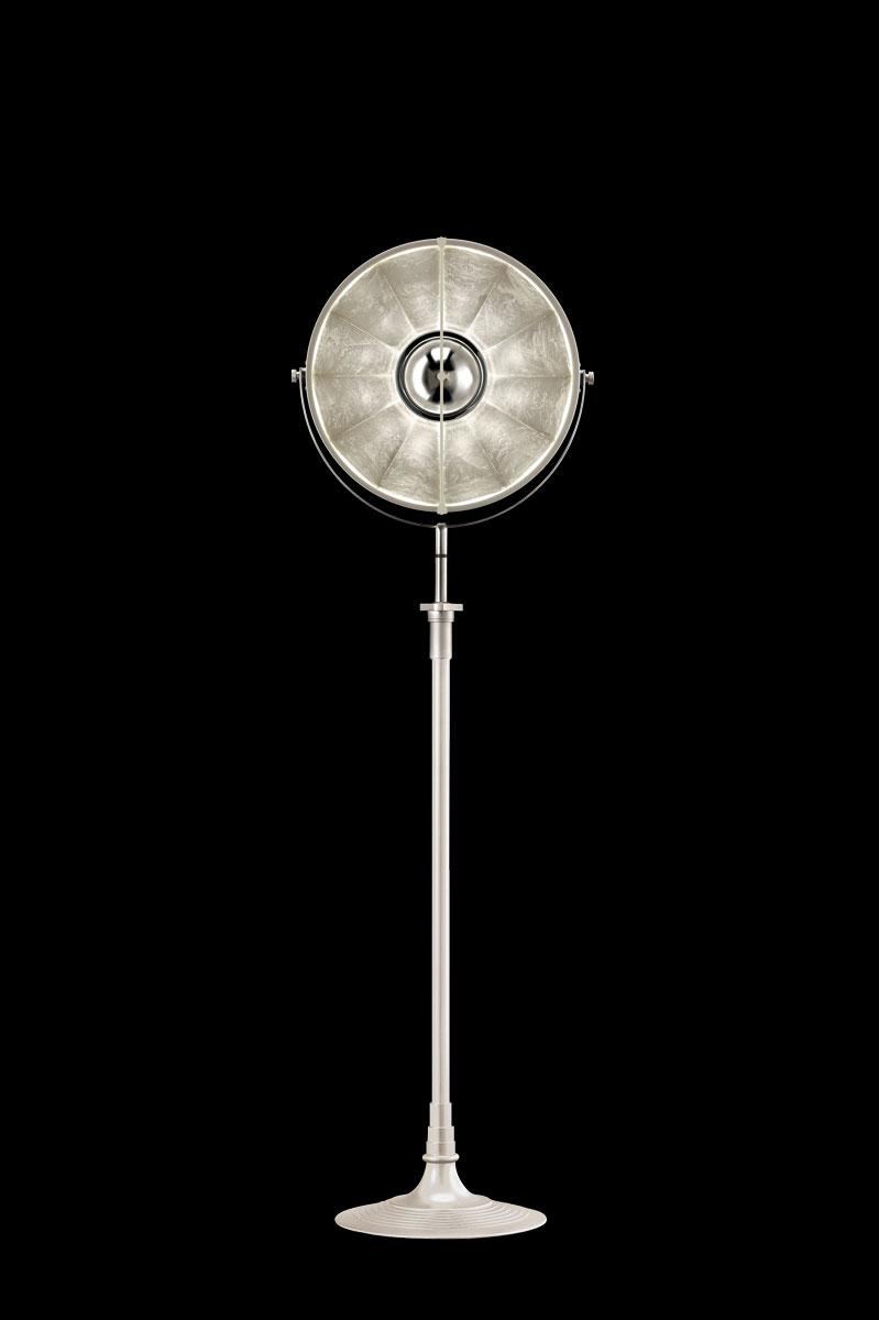 Studio 1907 Fortuny lampadaire Atelier 41 blanc et feuille d'argent