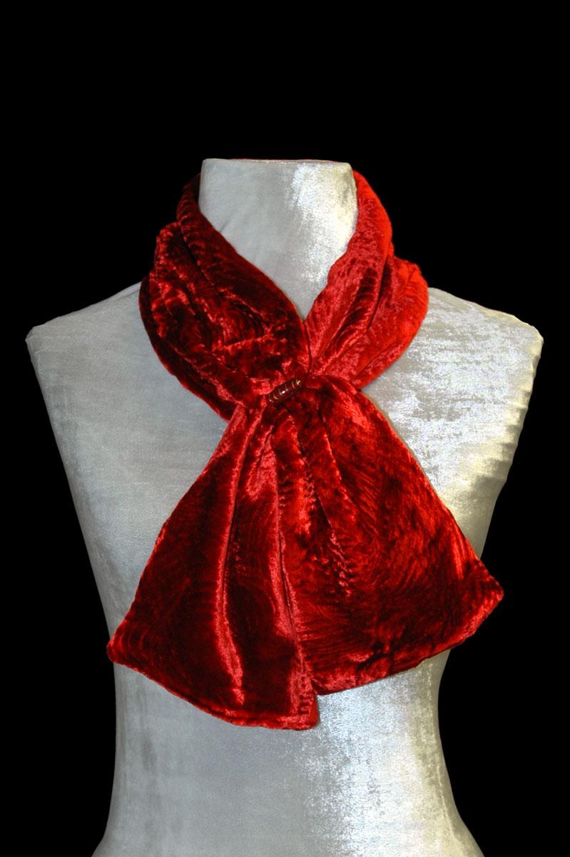Écharpe Fortuny rouge en velours froncé et perles de verre de Murano