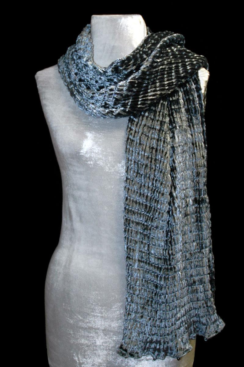 Écharpe Fortuny en velours plissé gris argenté