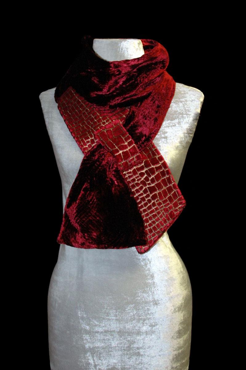 Écharpe Fortuny rouge en velours imprimé