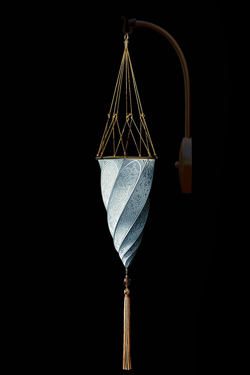 Applique Fortuny Cesendello en soie bleu clair en forme d'arc