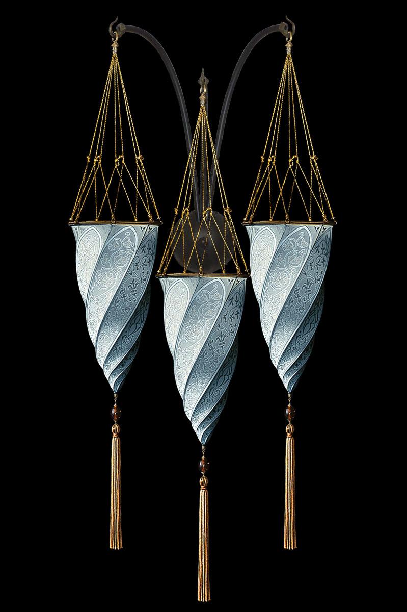 Applique Fortuny Cesendello en soie bleu clair en forme de triple arc