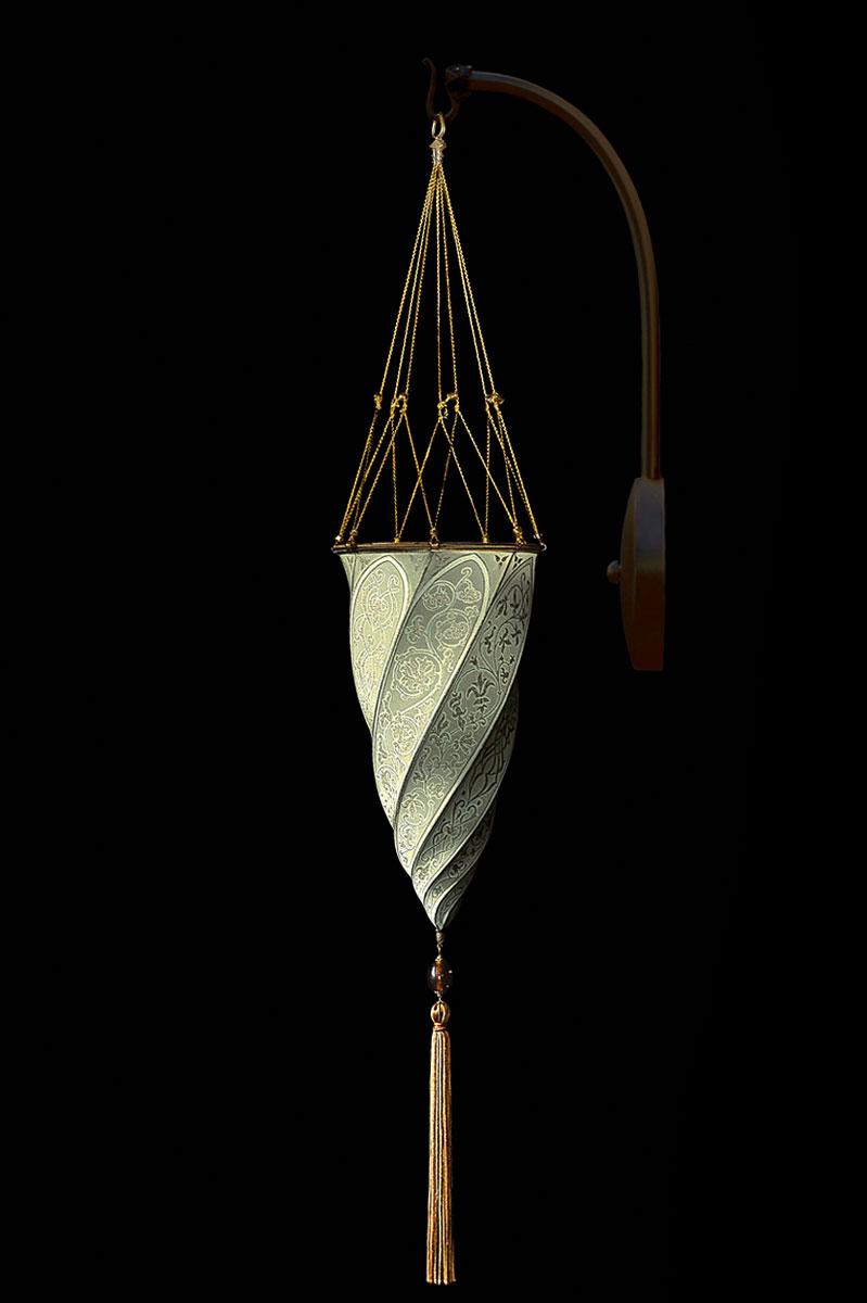Applique Fortuny Cesendello en soie gris sauge en forme d'arc