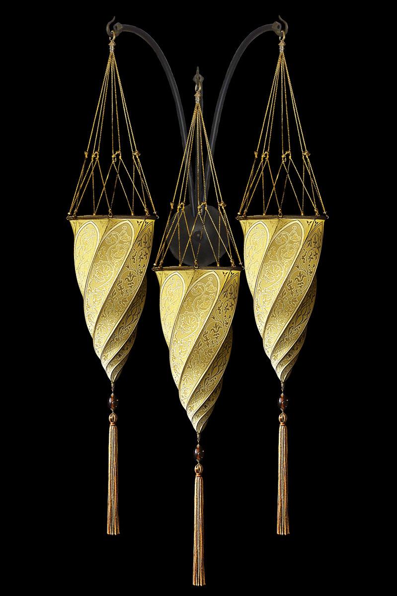 Applique Fortuny Cesendello en soie ocre jaune en forme de triple arc