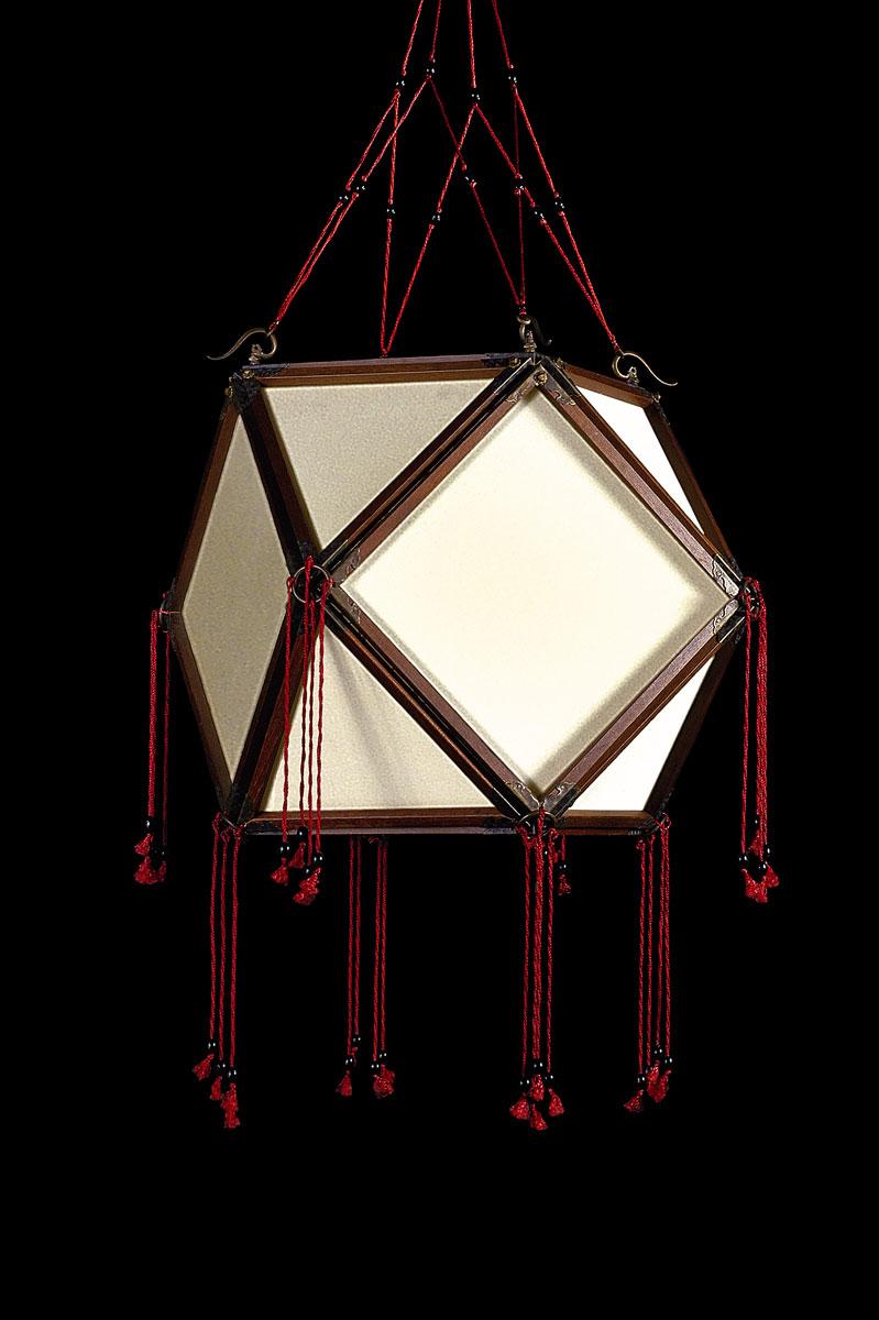 Lampe en soie unie Fortuny Concubine Tempio avec structure en bois