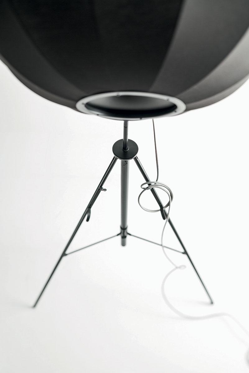 Lampadaire Pallucco Fortuny noir et blanc vue arrière