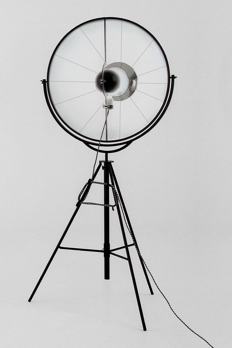 Lampadaire Pallucco Fortuny noir et blanc vue de face