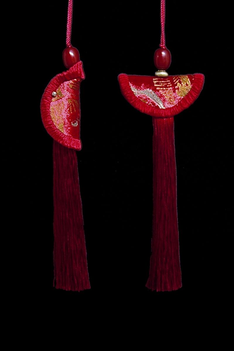 Couple de Glands de clés - pompons Geisha et Samurai de Venetia Studium en rouge sang