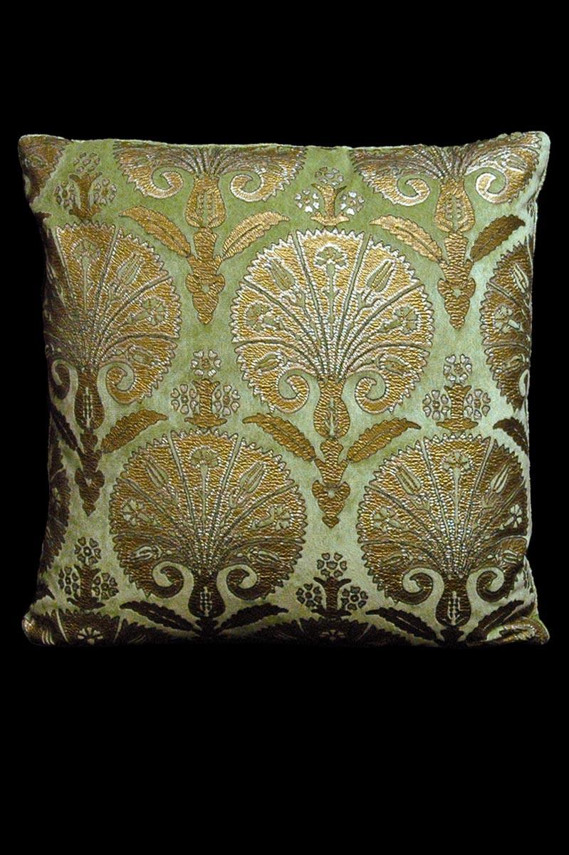 Coussin Venetia Studium carré en velours vert clair imprimé Istanbul