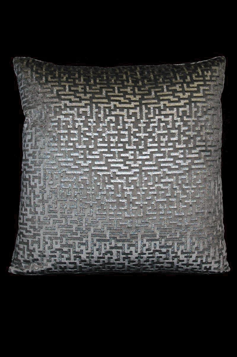 Coussin Venetia Studium carré en velours gris imprimé Labirinto