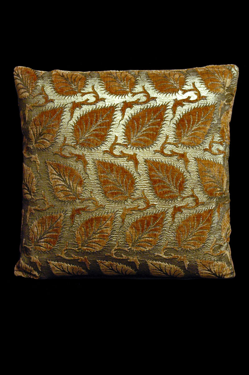 Coussin Venetia Studium carré en velours caramel imprimé Helianthus