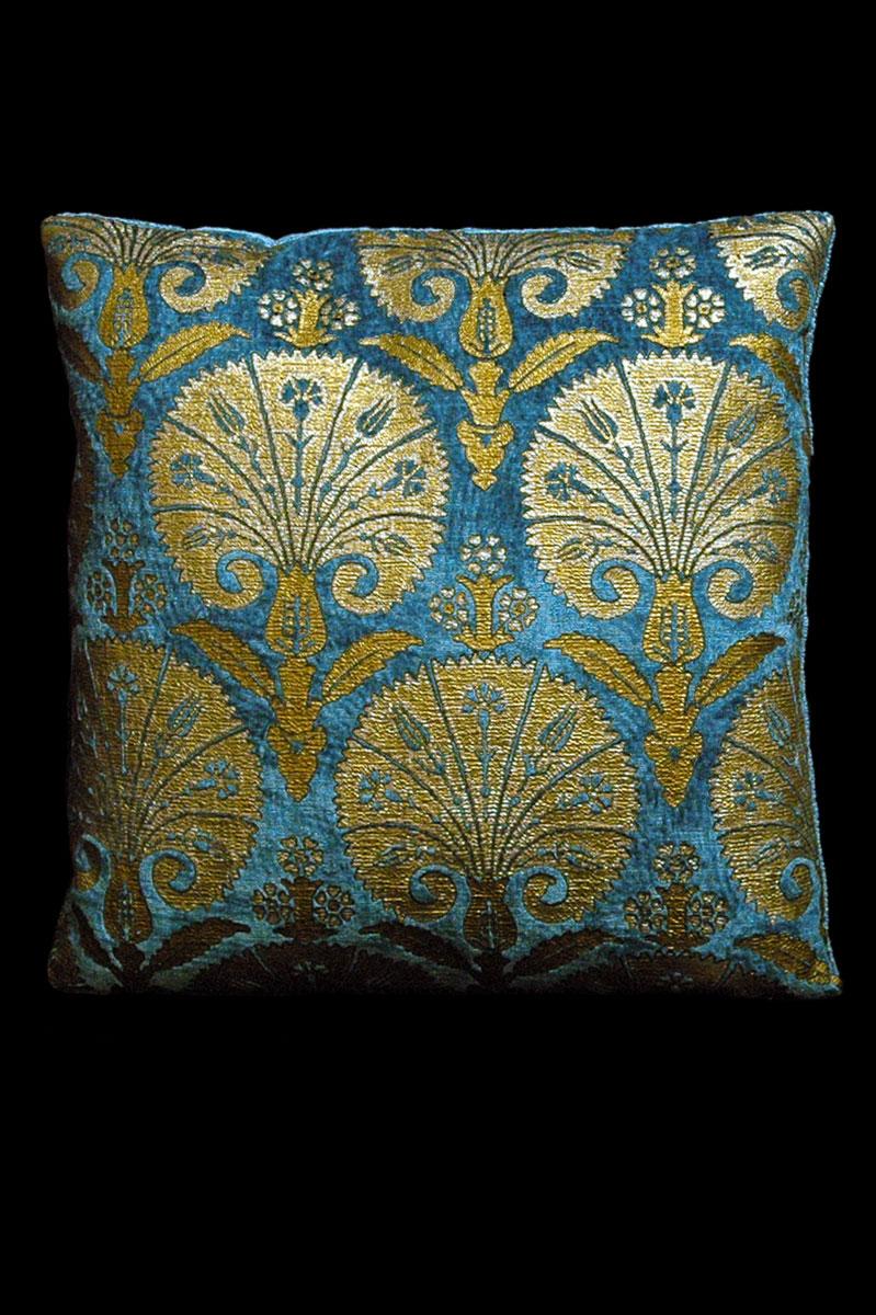 Coussin Venetia Studium carré en velours bleu sarcelle imprimé Istanbul