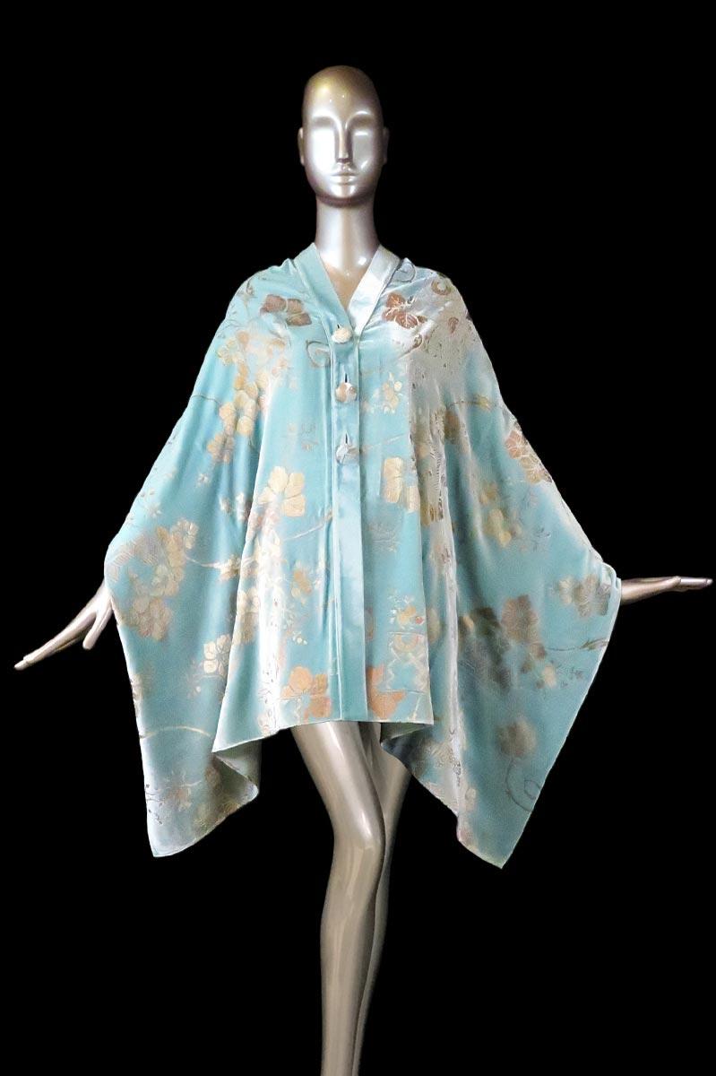 Étole Fortuny en velours turquoise clair imprimé avec boutons